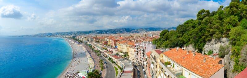 Belle vue panoramique de ci-dessus sur la mer et le Promenade des Anglais, Nice, France photographie stock