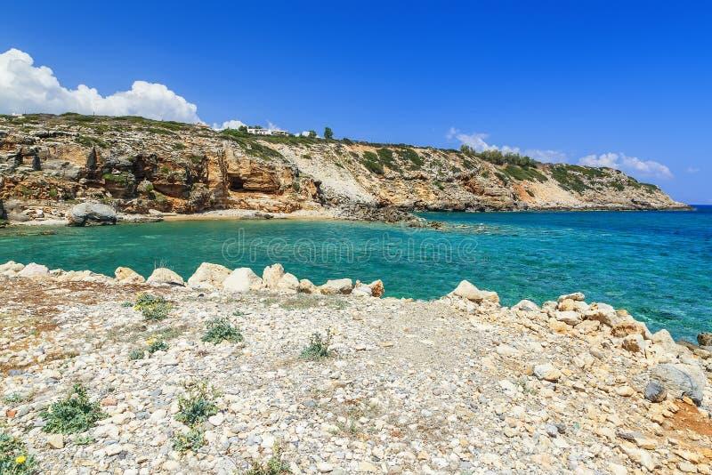 Belle vue panoramique de la taille sur le règlement crétois avec son beaux soulagement, plage et littoral accidentés photo stock
