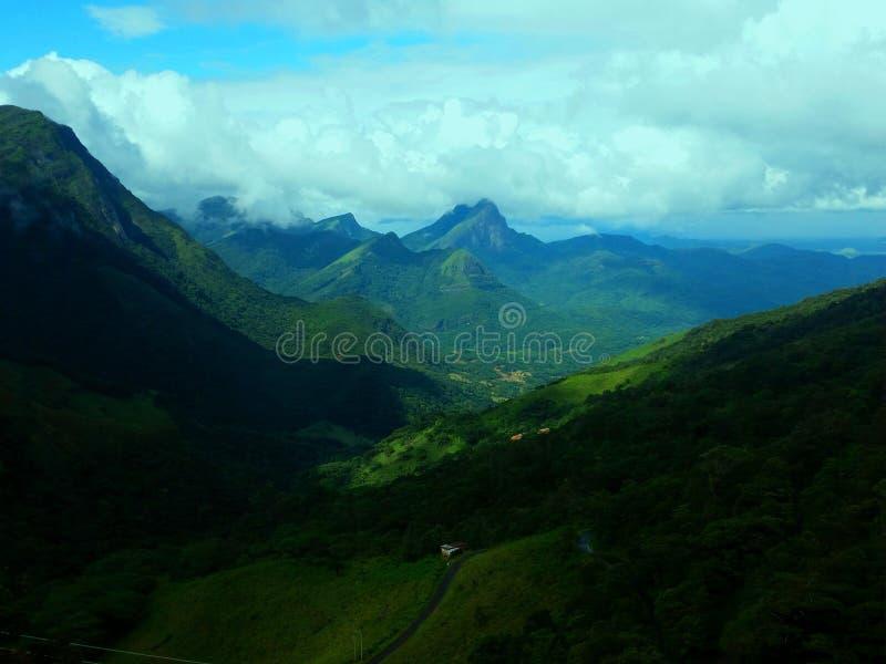 Belle vue scénique de série de montagne d'articulations au Sri Lanka images stock