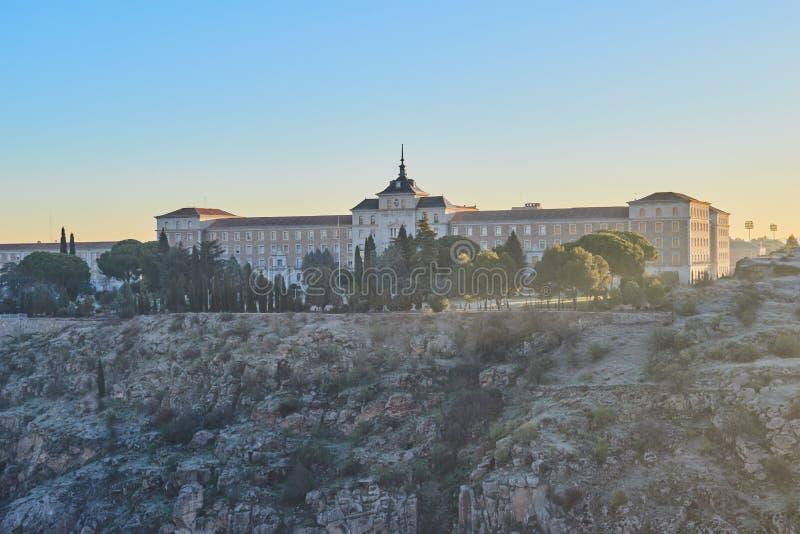Belle vue sunrising sur l'académie historique d'infanterie, centre de formation pour l'infanterie espagnole La Mancha à Toledo, C photographie stock