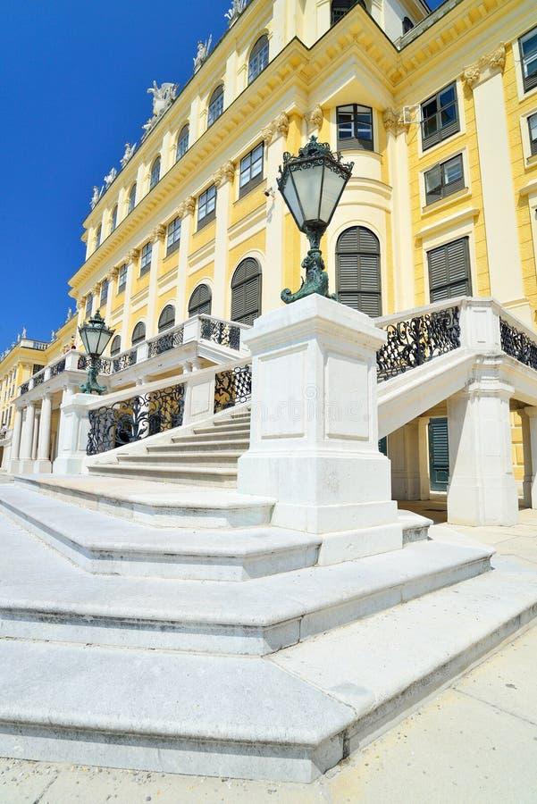 Belles étapes en pierre ornementales de palais de Schonbrunn images stock