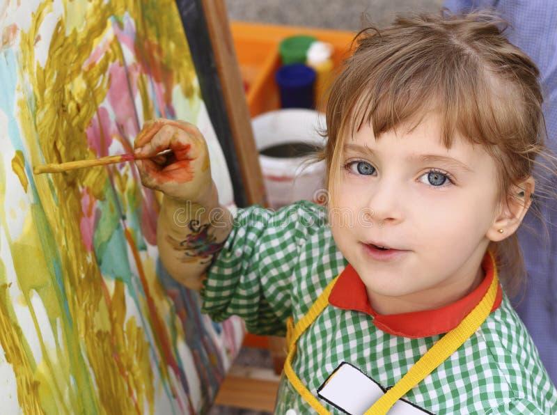 Belles aquarelles de peinture de petite fille d'école photos libres de droits