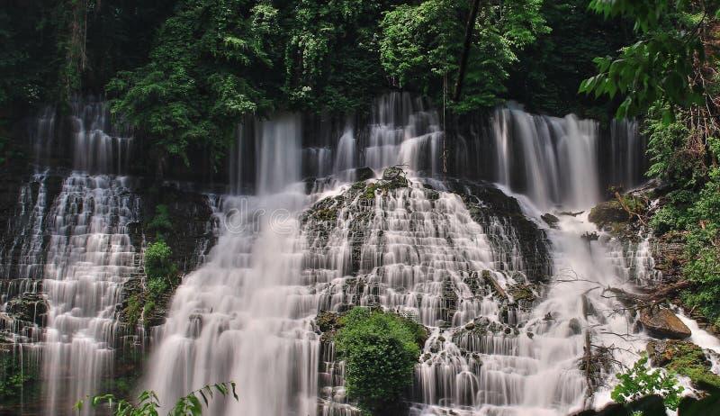 Belles chutes de l'eau image libre de droits