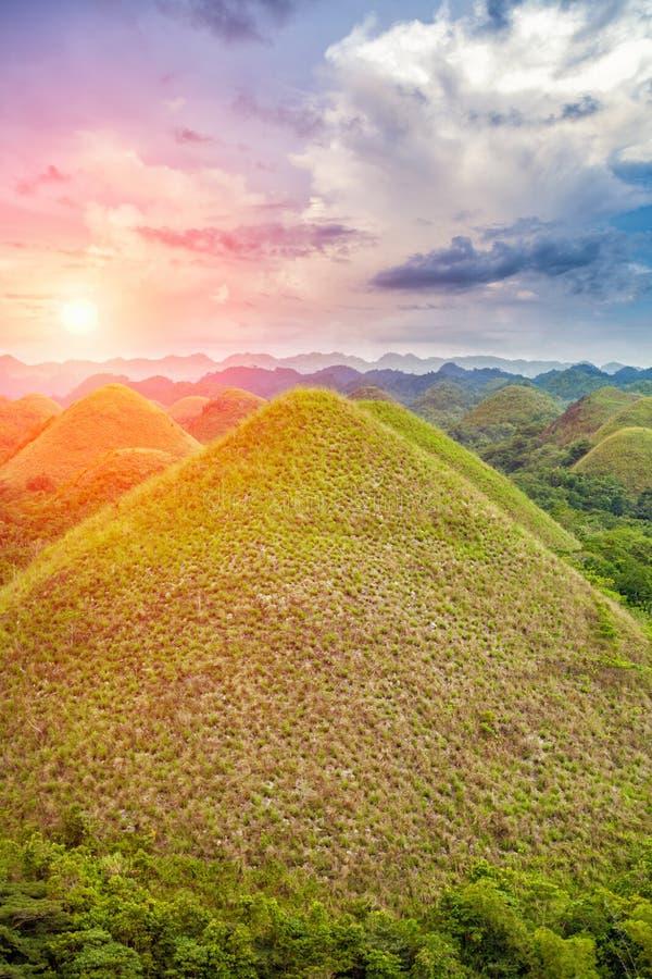Belles collines de chocolat dans Bohol, Philippines images libres de droits