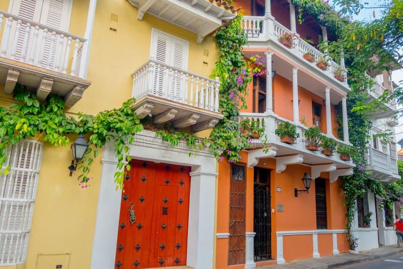 Belles façades de maison dans les rues de photographie stock