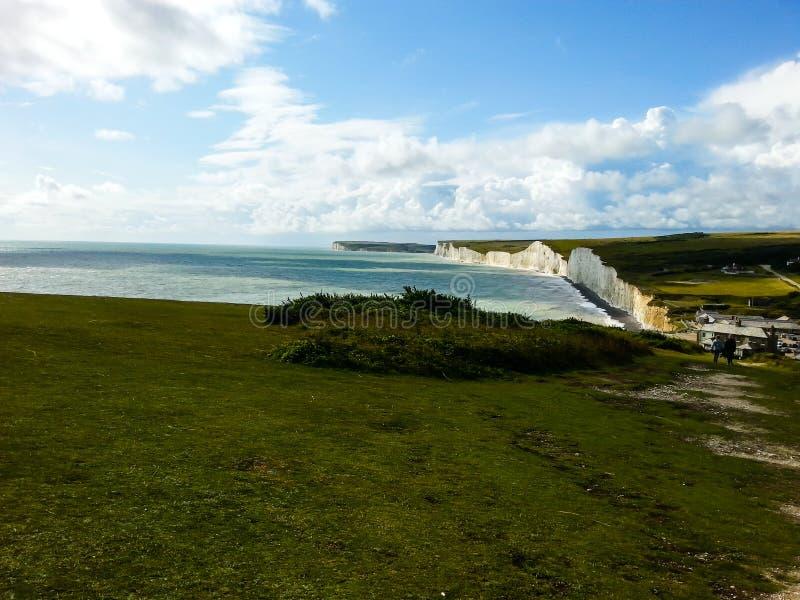 Belles falaises blanches du paysage R-U de Douvres image libre de droits