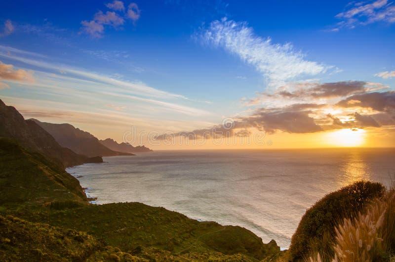 Belles falaises sur la côte ouest de mamie Canaria images libres de droits