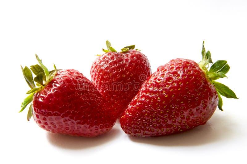 Belles fraises d'isolement sur le blanc photo stock