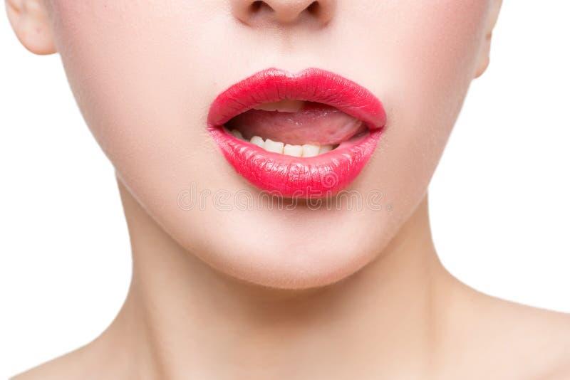 Belles lèvres rouges sexy d'isolement sur le blanc photo libre de droits