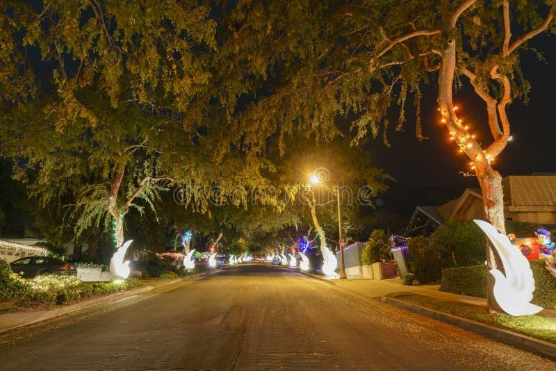 Belles lumières de Noël dans le voisinage supérieur de ranch de Hastings image libre de droits