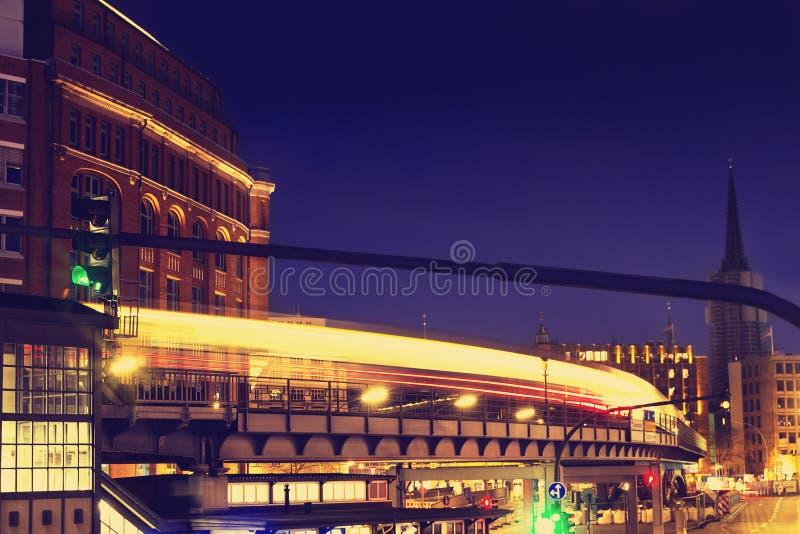 belles lumi u00e8res de ville de nuit r u00e9sum u00e9 concept urbain hambourg  g image stock