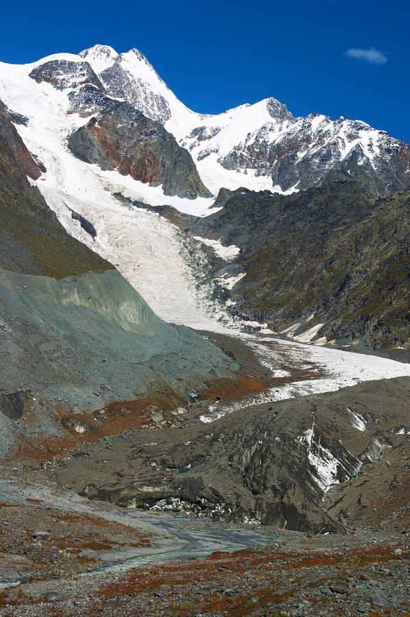 Belles montagnes. photos stock
