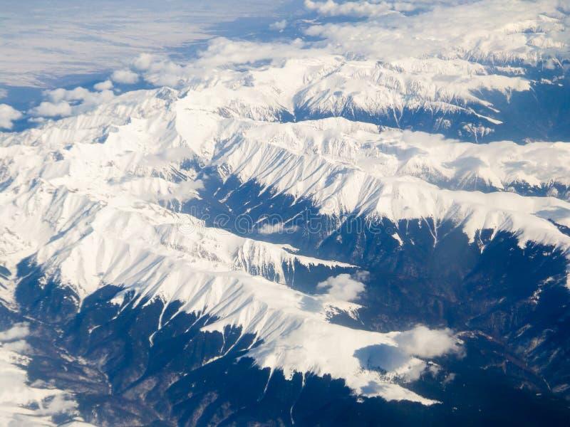 Belles montagnes Carpathiens - vue aérienne photographie stock