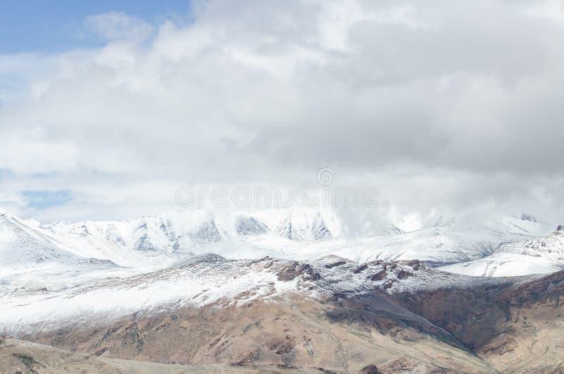Belles montagnes sur Leh photographie stock libre de droits