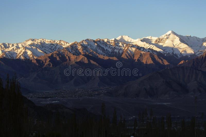 Belles montagnes sur Leh, secteur de Leh, Ladakh, Himalaya, Jammu-et-Cachemire, Inde image stock