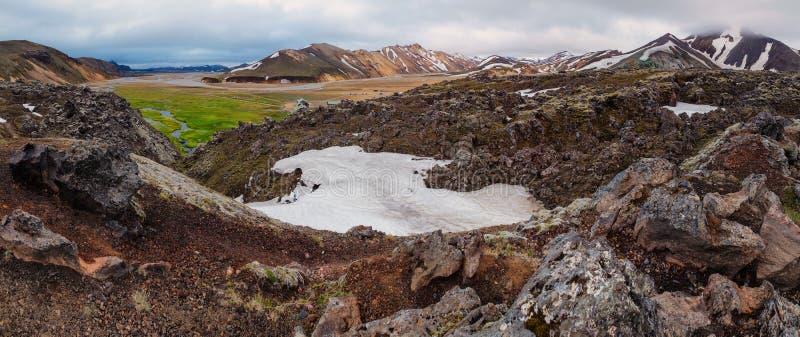 Belles montagnes volcaniques colorées Landmannalaugar en Islande, heure d'été images stock
