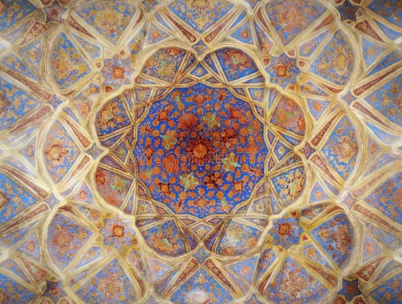 Belles mosaïques denses de décoration de plafond dans le palais d'Isphahan photo libre de droits