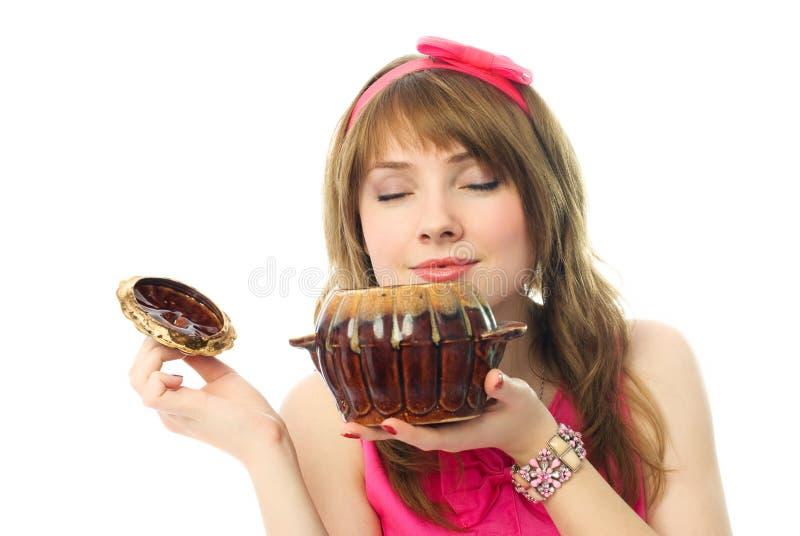 belles odeurs de bac de fille de nourriture d'argile images libres de droits