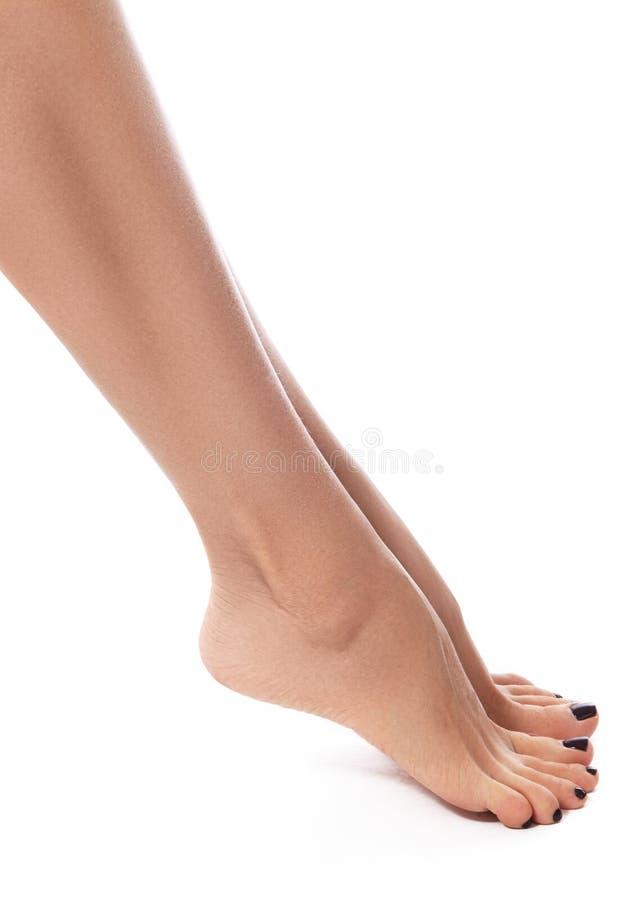 Belles pattes femelles après dépilage Soins de santé, soins du pied, traitement de rutine Station thermale et epilation photographie stock libre de droits