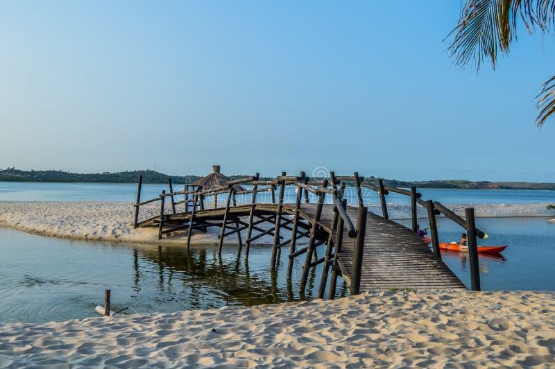 Belles plage et lagune de Bilene près de Maputo en Mozambique photos stock