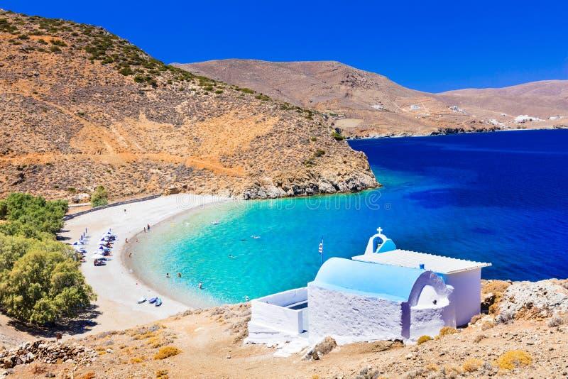 Belles plages d'île de la Grèce - de l'Astypalaia, et petit Chu image stock