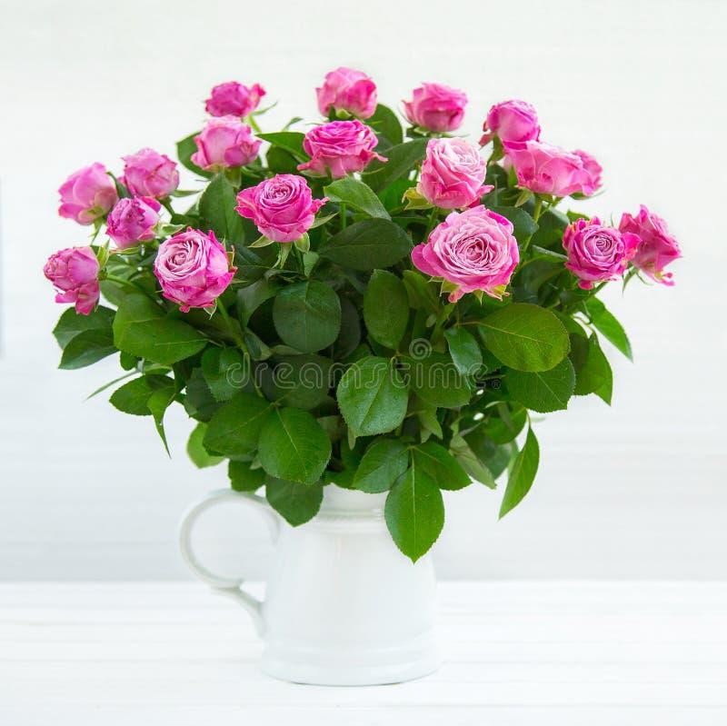 belles roses roses image stock