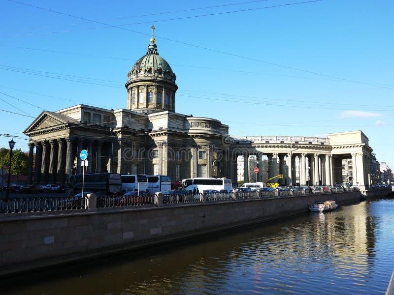 Belles rues de St Petersburg Promenade, belles maisons et rues antiques photo stock