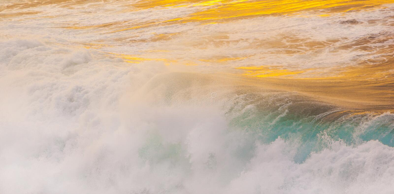 Belles vagues à la plage photographie stock