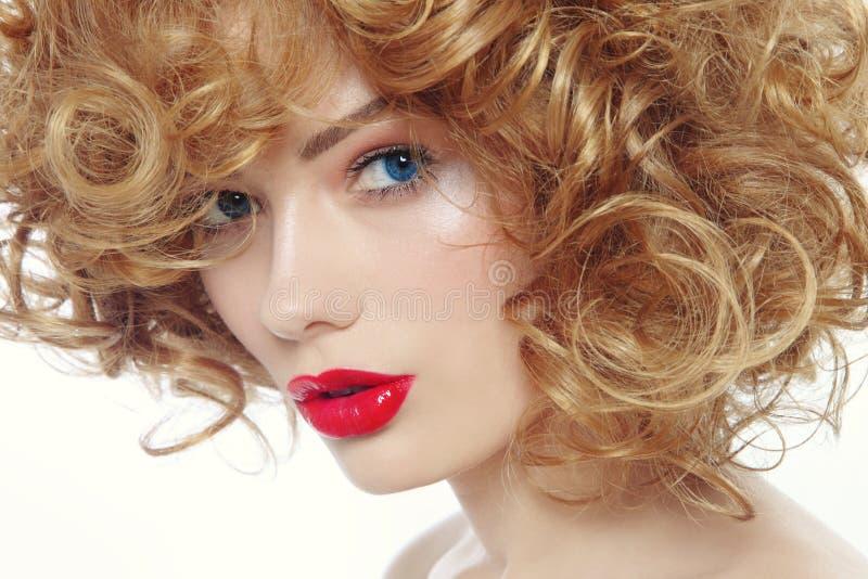 Belleza con el lápiz labial rojo foto de archivo libre de regalías
