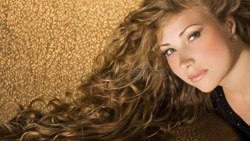 Belleza con el pelo largo imagenes de archivo