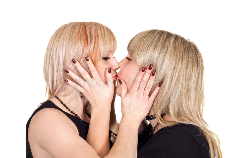 Belleza de dos jóvenes que besa al blonde imagen de archivo libre de regalías