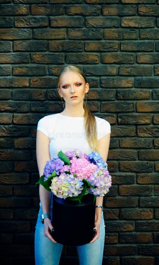 Belleza de la muchacha, moda, mirada fotografía de archivo