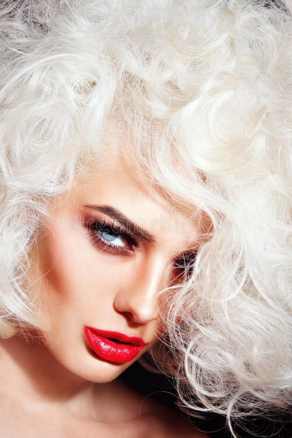 Belleza del blonde del platino imagen de archivo