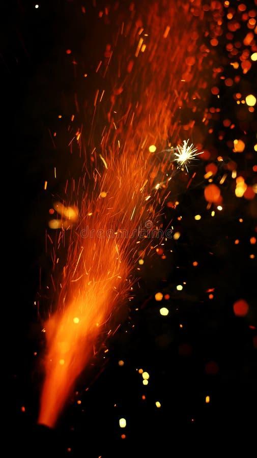 Belleza del diwali peligroso de los fuegos artificiales imagen de archivo libre de regalías