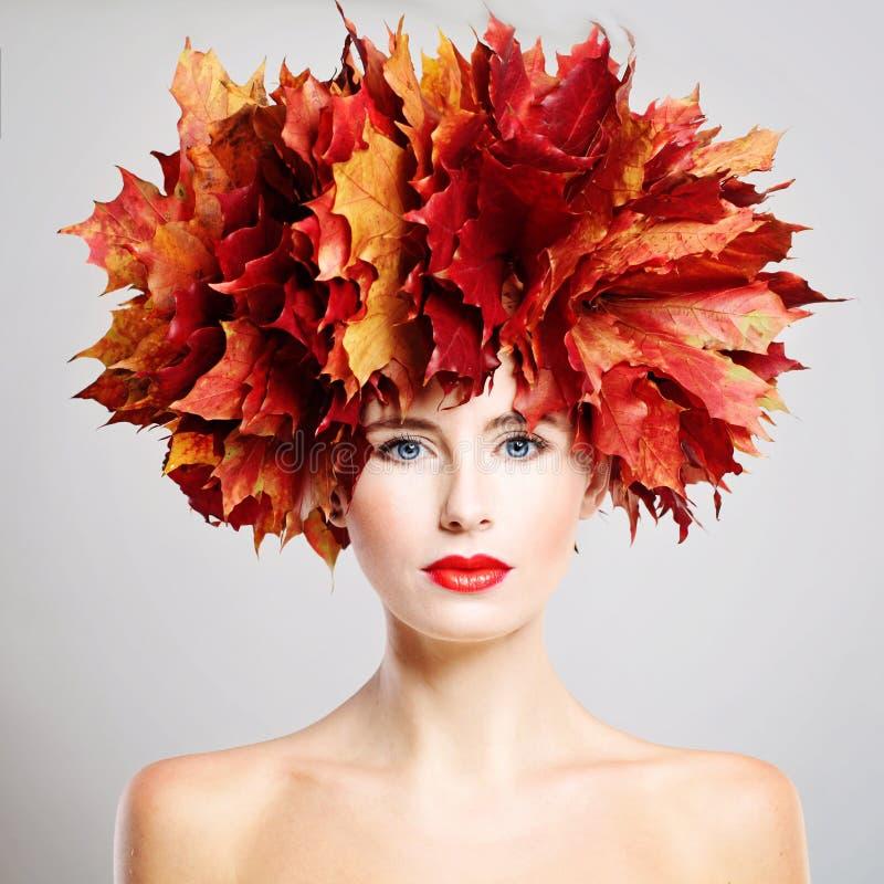 Belleza del otoño Retrato de la mujer hermosa fotos de archivo