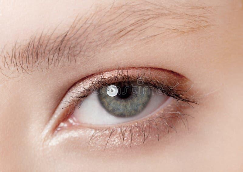 Belleza del primer del ojo con maquillaje creativo foto de archivo libre de regalías