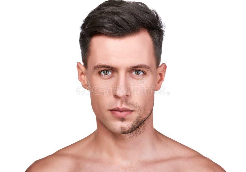Belleza del ` s de los hombres El afeitar hermoso del hombre imagen de archivo libre de regalías