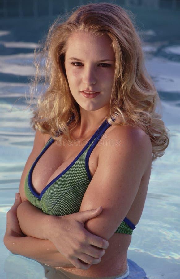 Belleza en la piscina. imagen de archivo libre de regalías