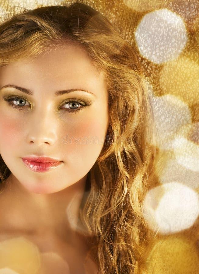 Belleza en luces de oro imagen de archivo