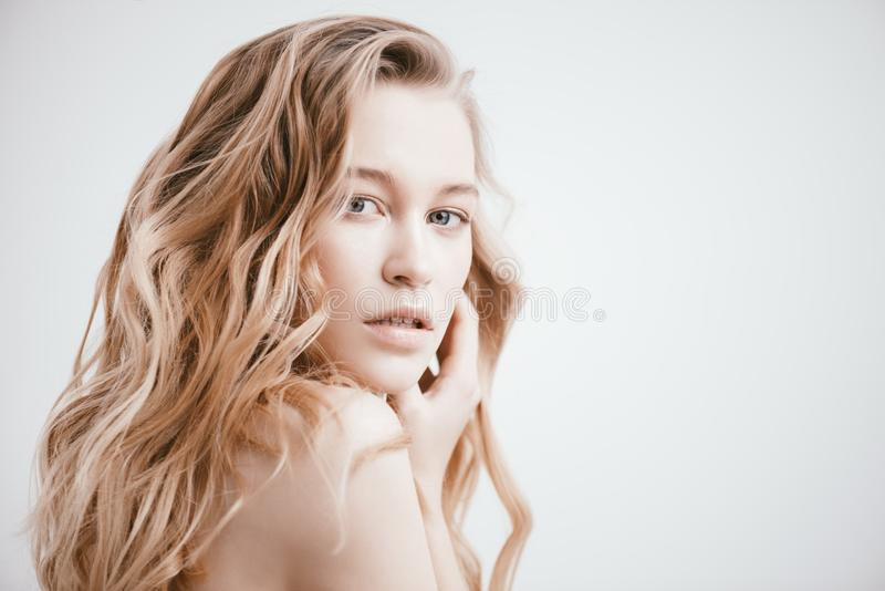Belleza femenina natural foto de archivo libre de regalías