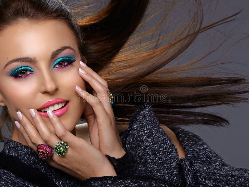 Belleza italiana con maquillaje de la manera fotografía de archivo libre de regalías