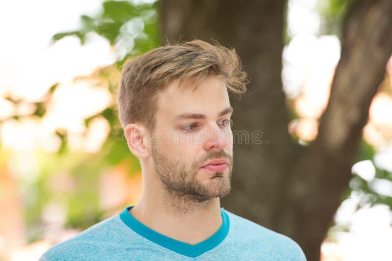 Belleza masculina Bienestar del deporte y cuidado del uno mismo Mirada deportiva del equipo del hombre hermoso confiada Cara barb imágenes de archivo libres de regalías