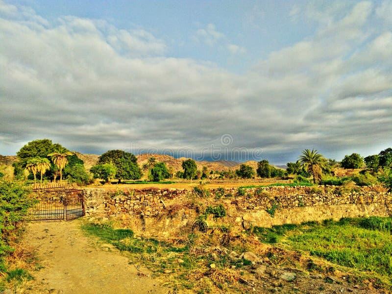 Belleza natural de la opinión de la mañana del guda del pueblo fotos de archivo
