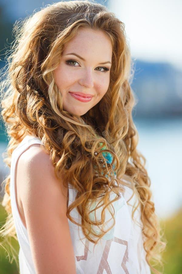 Belleza natural de la salud de una cara de la mujer imagen de archivo