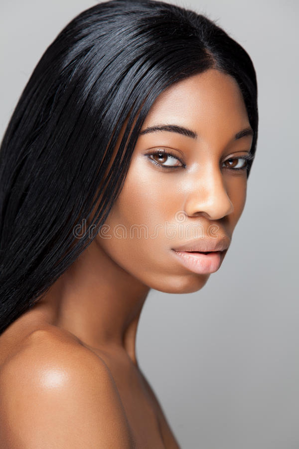 Belleza negra con la piel perfecta imagenes de archivo