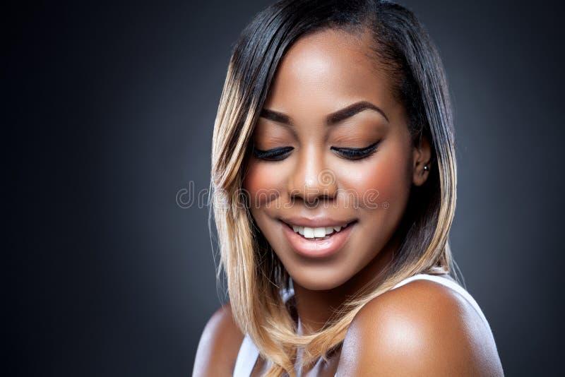 Belleza negra joven con la piel perfecta fotografía de archivo libre de regalías