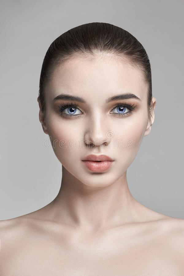 Download Belleza Pura De La Piel De La Naturaleza, Cara De La Belleza Del Skincare, Mujer Atractiva M Foto de archivo - Imagen de laser, fondo: 100527118