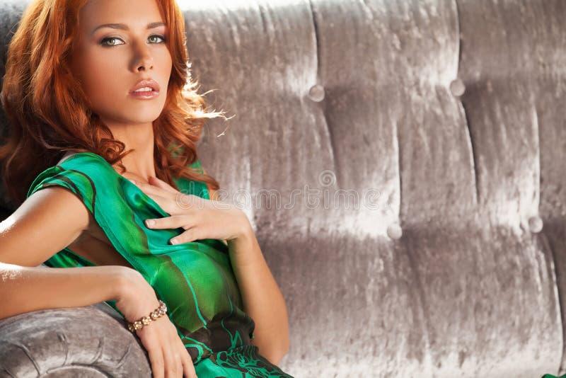 Belleza roja del pelo. foto de archivo libre de regalías