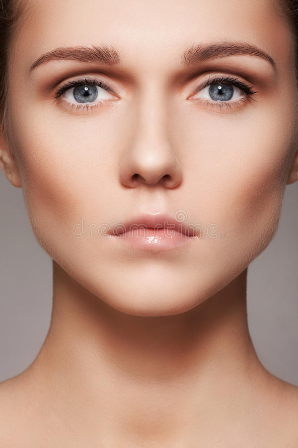 Belleza, skincare y maquillaje natural Cara modelo de la mujer con la piel pura, rostro limpio fotografía de archivo