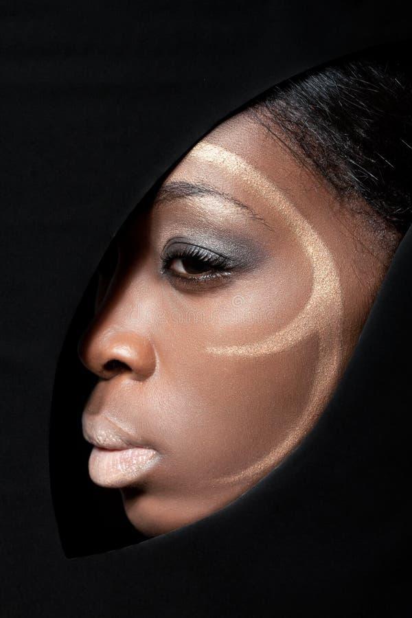 Belleza tirada de un modelo de manera negro fotografía de archivo